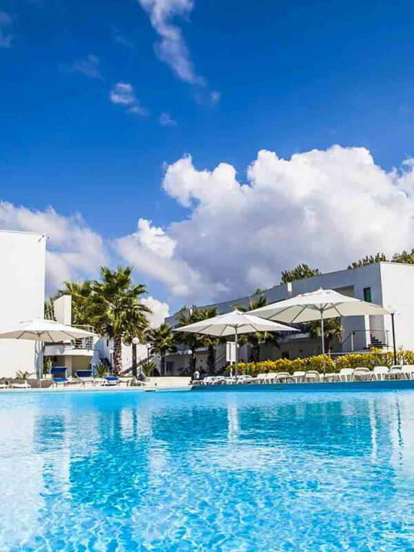 Medea-Beach-Resort-Piscina