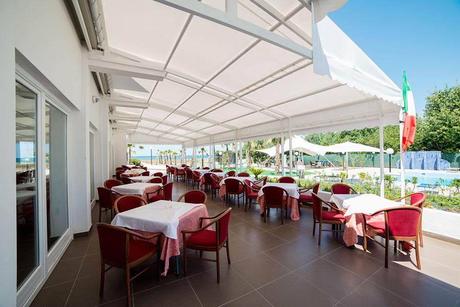 Medea-beach-Resort-esterno-sala