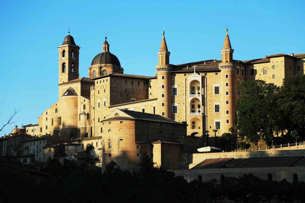 Urbino-i-piaceri-dei-paesaggi-infiniti