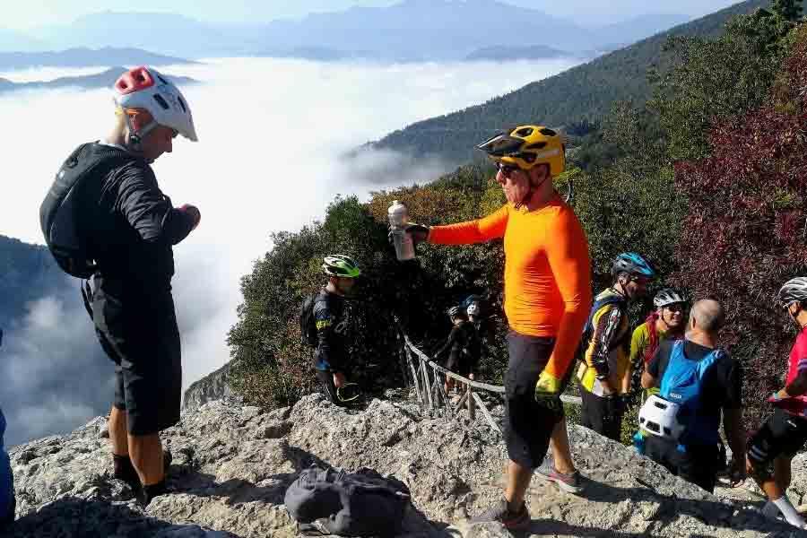 Trekking_Gola-del-Furlo
